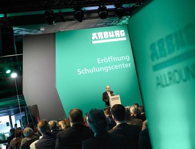 Am Freitag, 6. März 2020 eröffnete Arburg mit 170 Gästen aus der Region feierlich sein Schulungscenter