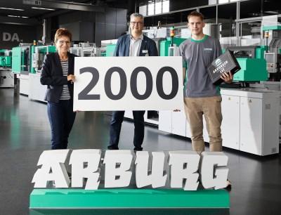 Arburg begrüßt den 2.000sten Auszubildenden des Unternehmens