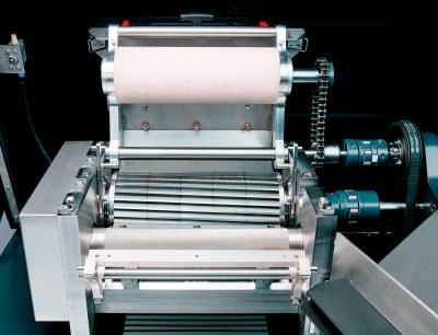 Der Stranggranulator SP 240 ist mit einer neuen Technologie zur Schneidspalteinstellung ausgestattet, die eine schnellere und komfortablere Justierung ermöglicht