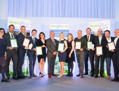 Die Gewinner und Finalisten mit Vertretern von Epro und Plastics Europe