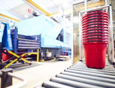 In der Vileda Eimer-Produktion wurde vom Fraunhofer Spin-Off Plus 10 eine hochfrequente KI-Datenerfassung sowie - Verarbeitung aufgebaut