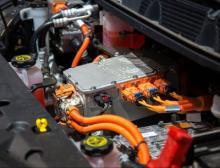 Spritzgegossene und extrudierte Komponenten aus Polyamid für die eMobility sind die typischen Anwendungen der farbstabilen und kosteneffizient verarbeitbaren eOrange Masterbatche