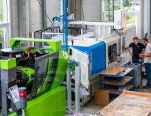 """Im SKZ-Technikum in Würzburg laufen die Versuche zum Forschungsprojekt """"DarWIN"""" auf verschiedenen Spritzgießmaschinen"""