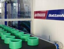 Entnahme und Ablage der Muffen mit Wittmann Roboter W843 Pro
