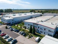 Ansicht des ungarischen Produktionswerks der Wittmann Gruppe in Mosonmagyaróvár